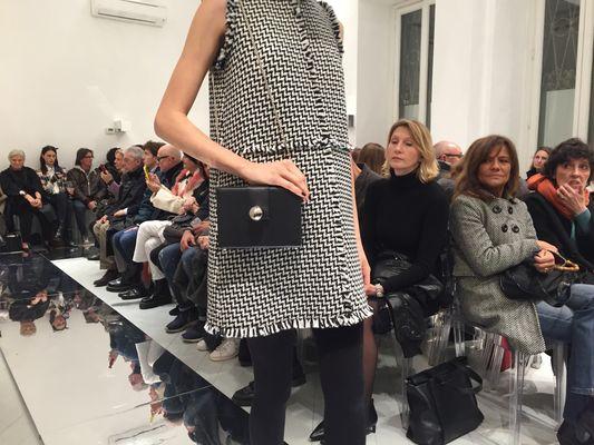 Photo of Pochette stampata in 3D porta la moda digitale in passerella a Milano