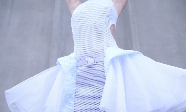 Photo of Anouk Wipprecht presenta il nuovo Proximity Dress stampato in 3D per rispettare la distanza sociale