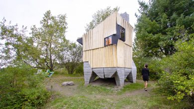 Photo of Ashen Cabin: la casa off-grid realizzata in cemento stampato 3D e legno infestato