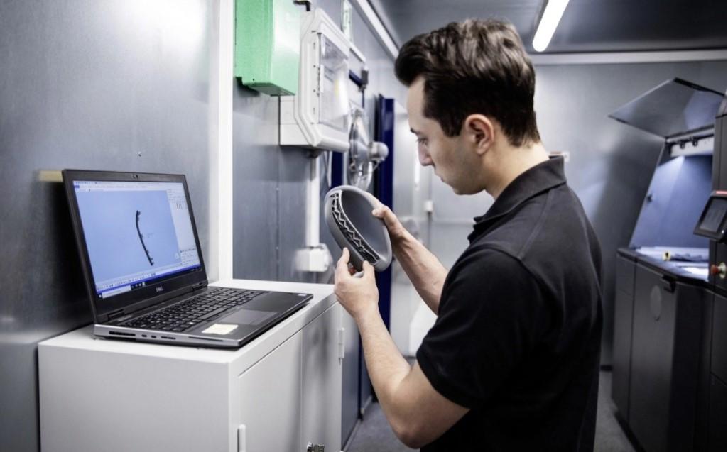 Daimler Buses presenta un centro di stampa 3D mobile per i pezzi di ricambio