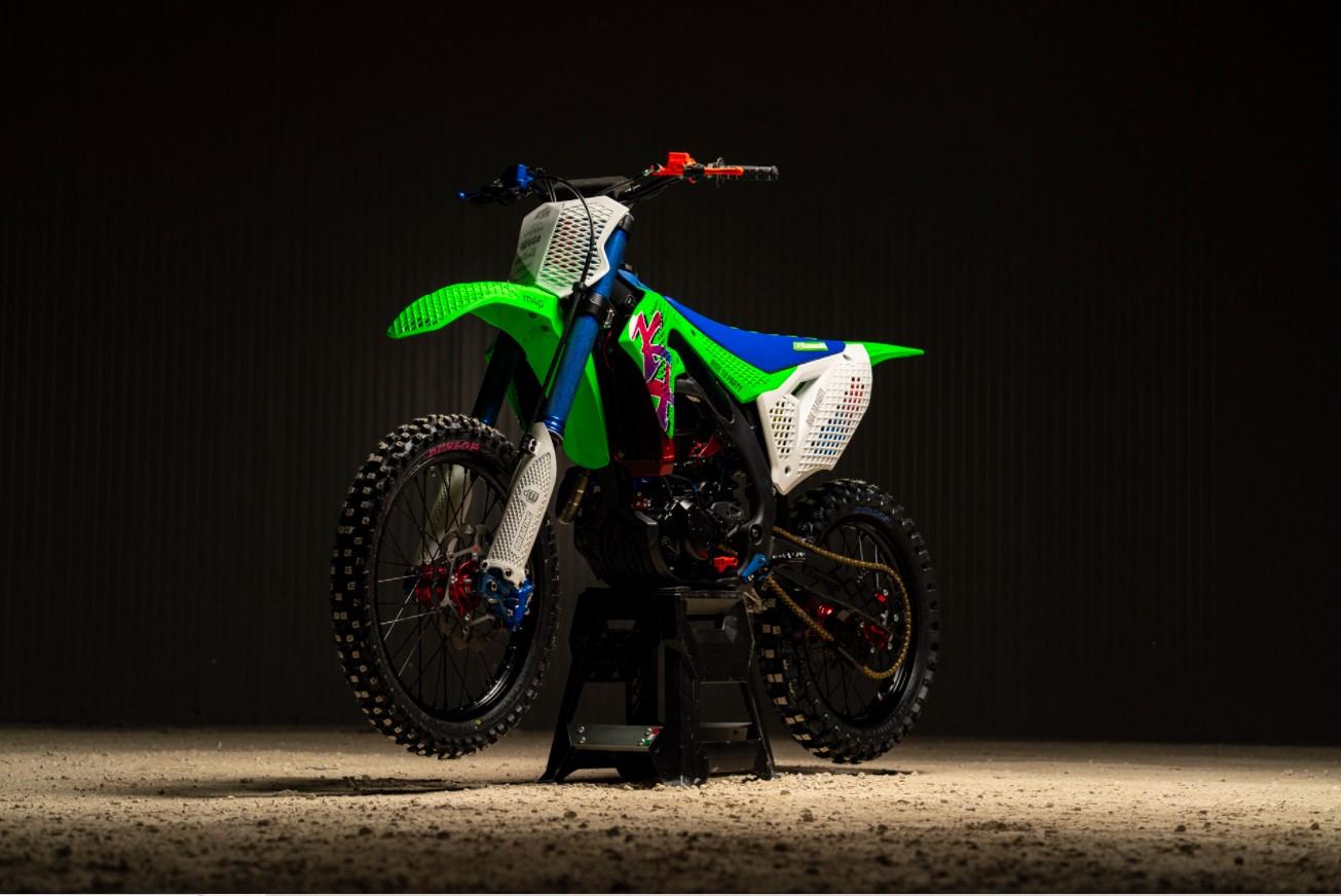 Alvaro Dal Farra, atleta professionista, imprenditore ed autore di molte iniziative, è noto nel mondo dell'additive manufacturing da quando, nel 2019, insieme a Codoro Studio e PUNTOZERO ha utilizzato la stampa 3D per personalizzare le sue moto, rendendole uniche, come la Kawasaki Kx 450 3D Core
